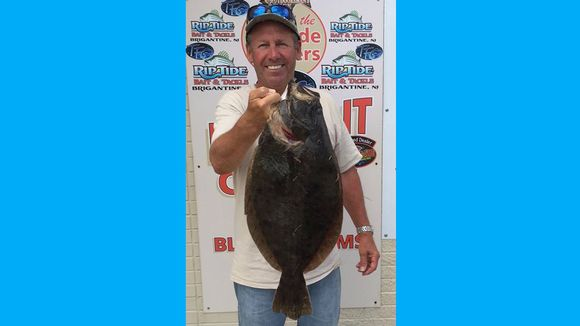 Mike Skelly had a good day on the water hunting for flounder. He was able to nail this 6 pounder for the table. (Photo: RipTide Bait and Tackle, Brigantine NJ)